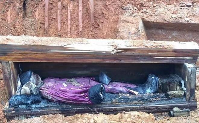 Hình ảnh thi hài được tìm thấy trong mộ cổ (Ảnh: Sohu)