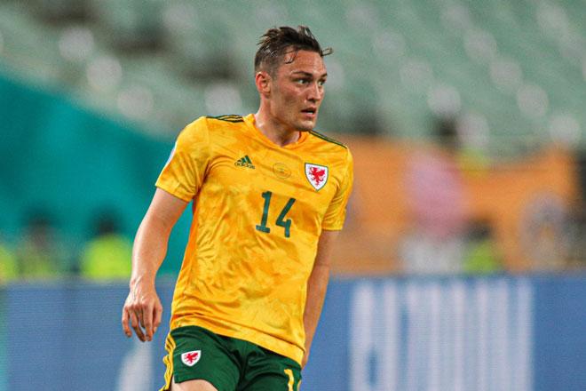 Hậu vệ phải: Connor Roberts (xứ Wales).