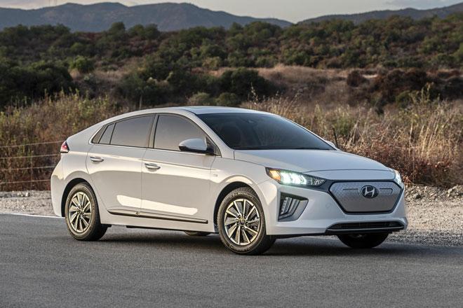2. Hyundai Ioniq 2021 (giá khởi điểm: 24.405 USD).