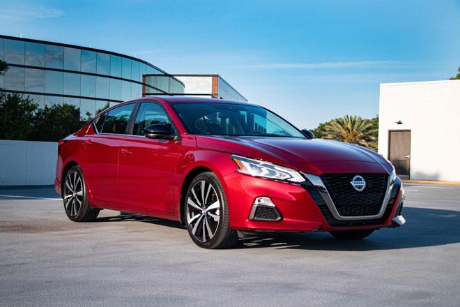 8. Nissan Altima 2021 (giá khởi điểm: 25.400 USD).