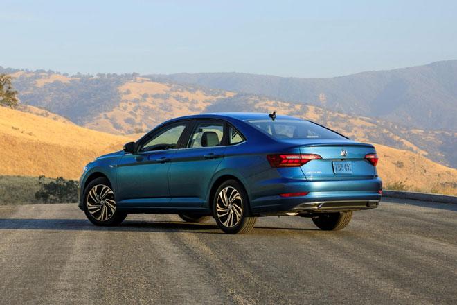 9. Volkswagen Jetta 2021 (giá khởi điểm: 19.990 USD).