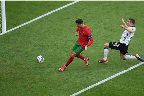 Ronaldo đã có 19 bàn ở EURO và World Cup.