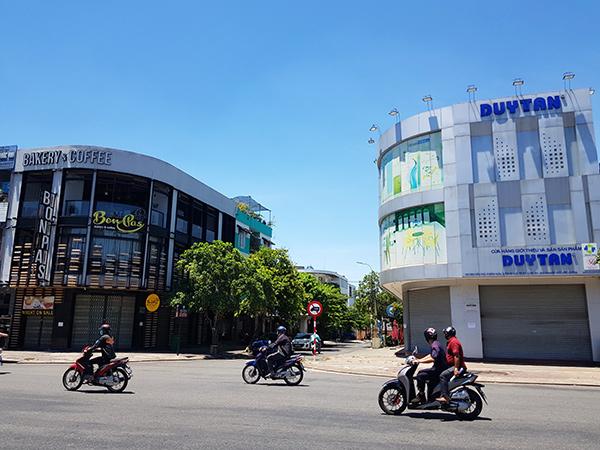 Tiệm bánh Bonpas Bakery & Coffee đã phải tạm ngưng hoạt động vì có nhân viên lây nhiễm từ nhân viên bảo vệ Công ty nhựa Duy Tân ở bên cạnh