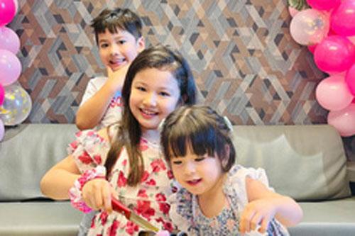 3 con của Jennifer Phạm chụp hình chung khiến ai cũng xuýt xoa