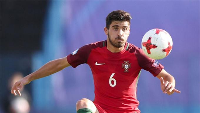Neves nên được trao cơ hội để giúp tuyến giữa của Bồ Đào Nha sáng tạo hơn