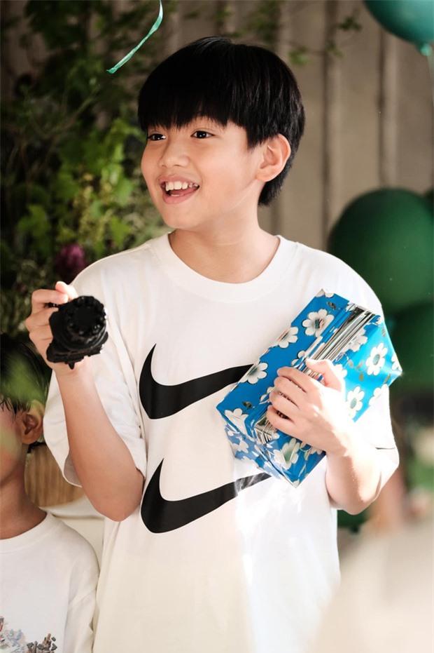 Hồ Ngọc Hà và Kim Lý tổ chức sinh nhật bất ngờ cho Subeo, nhìn biểu cảm cậu nhóc là biết vui cỡ nào - Ảnh 2.