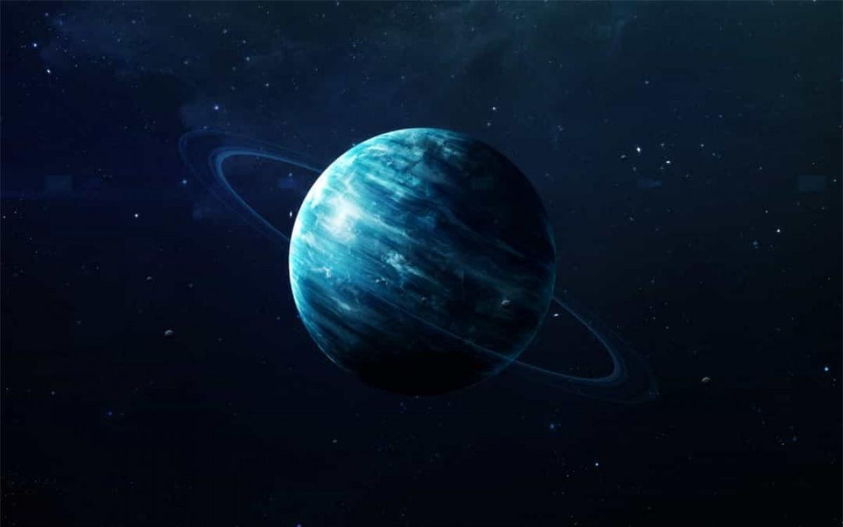 Sao Thiên Vương là hành tinh nghiêng nhất trong Hệ Mặt trời.