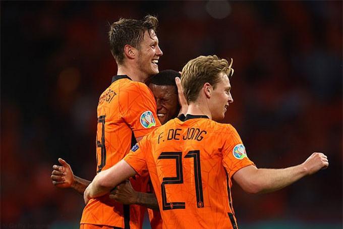 Hà Lan tấn công hay nhưng phòng ngự thì chưa đủ chắc chắn