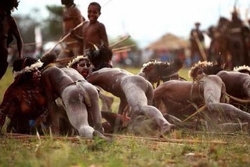 Bộ lạc chỉ thích cưới vợ mất trinh, phụ nữ còn trinh sẽ bị kinh rẻ, là nỗi nhục lớn của dòng tộc