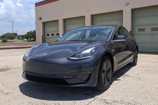 1. Tesla Model 3 2021 (giá khởi điểm: 41.190 USD).