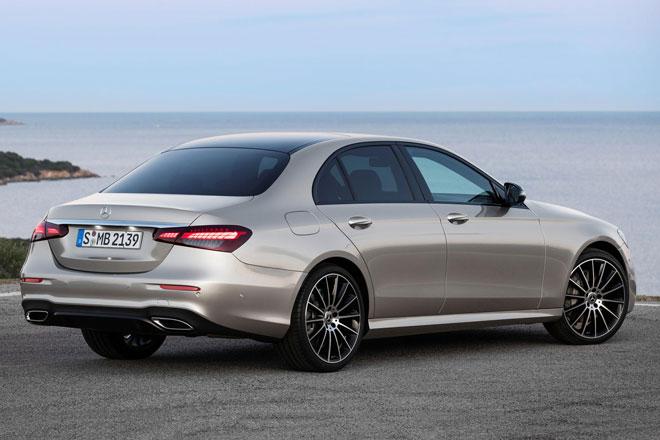 10. Mercedes-Benz E-Class 2021 (giá khởi điểm: 55.300 USD).