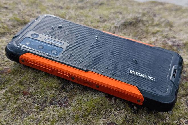 Smartphone 'nồi đồng cối đá', RAM 6 GB, pin 8.500 mAh, sạc 33W, giá gần 4,6 triệu đồng