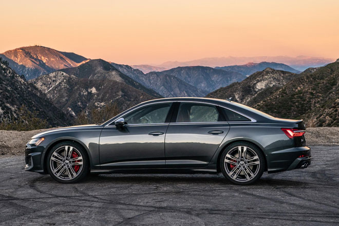 3. Audi S6 2021 (giá khởi điểm: 75.445 USD).