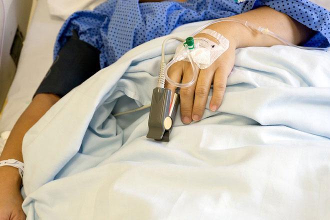 Bác sĩ Phước tiết lộ chỉ cần ăn 0,5 gram thịt cua mặt quỷ, một người trưởng thành có thể tử vong. Các chất độc đều được cơ thể hấp thu nhanh chóng qua đường tiêu hóa trong vòng 5-15 phút sau khi ăn, nồng độ đỉnh đạt sau 20 phút và thải hầu hết qua nước tiểu.
