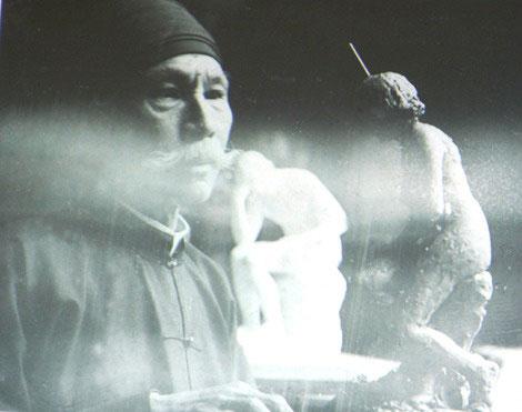"""Nhà Việt Nam học người Nga N.L.Nikulin nhận định: """"Vua Hàm Nghi là một trong những họa sĩ đầu tiên của Việt Nam bắt đầu vẽ theo truyền thống châu Âu - với thể loại tranh sơn dầu, bằng sự tính toán theo phép phối cảnh. Hàm Nghi cần phải được coi là người mở đầu cho nền hội họa hiện đại của Việt Nam. Điều rõ ràng là ông đã trở thành họa sĩ chuyên nghiệp"""". Ảnh: Báo Văn Nghệ."""