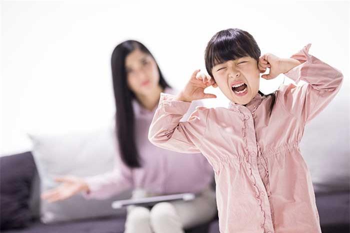 bộ não của đứa trẻ khi bị la mắng, tác hại kinh khủng của bạo lực ngôn ngữ