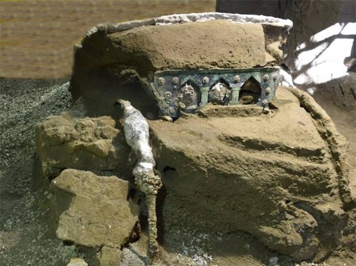 Phát hiện cỗ xe nghi lễ 2.000 năm tuổi tuyệt đẹp trong biệt thự 1