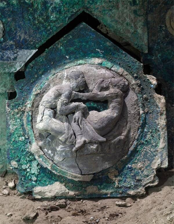 Phát hiện cỗ xe nghi lễ 2.000 năm tuổi tuyệt đẹp trong biệt thự 2