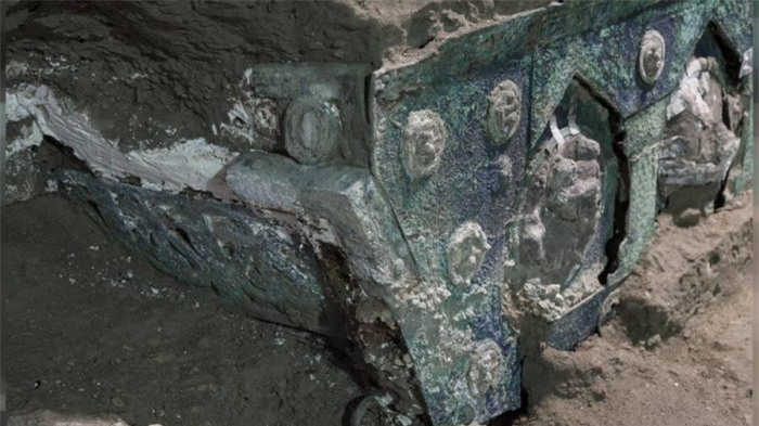Phát hiện cỗ xe nghi lễ 2.000 năm tuổi tuyệt đẹp trong biệt thự 3