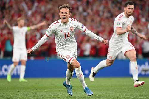 ĐT Đan Mạch đã trở thành đội bóng đầu tiên trong lịch sử EURO vào vòng knock-out sau khi để thua 2 trận mở màn tại vòng bảng.