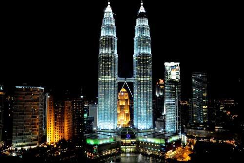 Khám phá Tháp đôi Petronas - Niềm kiêu hãnh của nhân dân Malaysia