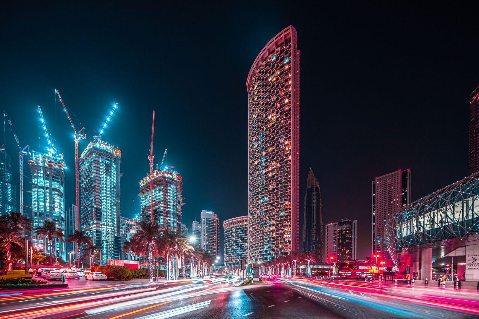 Dubai xa hoa trông càng giống một thành phố đến từ tương lai nhờ cách phơi sáng của Portela.