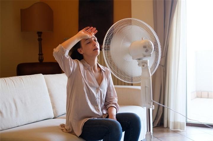 7 sai lầm ngày nắng nóng khiến hóa đơn tiền điện tăng vọt - 1