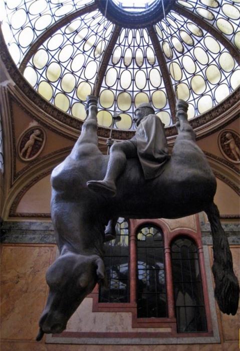 Những tác phẩm điêu khắc đáng sợ nhất thế giới khiến du khách phải bàng hoàng 11