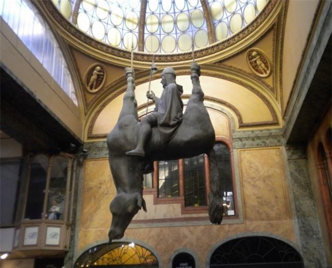 Những tác phẩm điêu khắc đáng sợ nhất thế giới khiến du khách phải bàng hoàng 12