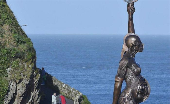 Những tác phẩm điêu khắc đáng sợ nhất thế giới khiến du khách phải bàng hoàng 6