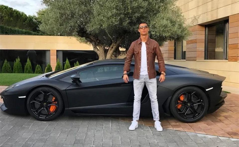 Tay chơi Cristiano Ronaldo: Từ siêu xe đến siêu du thuyền - Hình 1