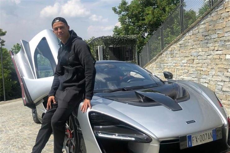 Tay chơi Cristiano Ronaldo: Từ siêu xe đến siêu du thuyền - Hình 12