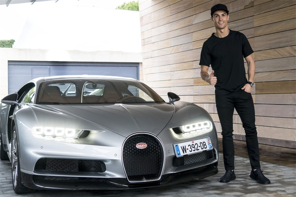 Tay chơi Cristiano Ronaldo: Từ siêu xe đến siêu du thuyền - Hình 2