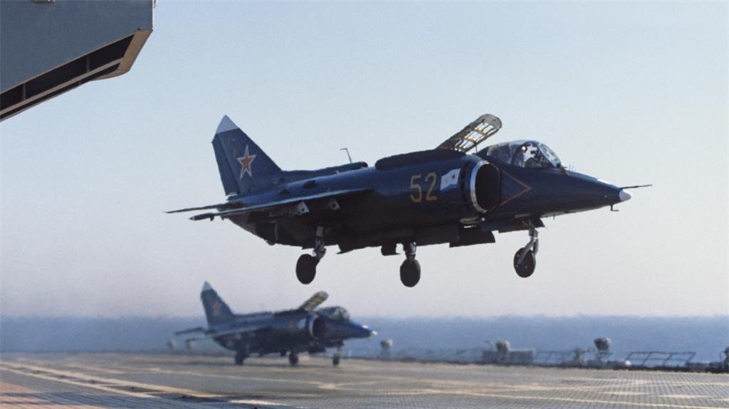 Yak-38, loai tiem kich ham di truoc thoi dai cua Lien Xo-Hinh-12