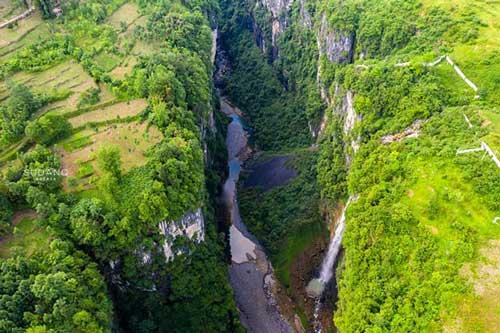 """Khám phá hẻm núi được ví như """"vết sẹo"""" đẹp nhất Trung Quốc"""