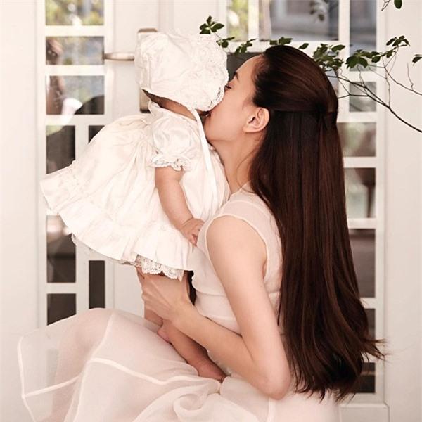 Cặp song sinh nhà Hồ Ngọc Hà - Kim Lý ngày càng đốn tim fan vì vẻ ngoài đáng yêu - Ảnh 4.
