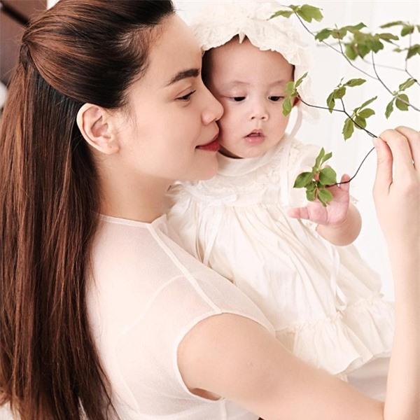 Cặp song sinh nhà Hồ Ngọc Hà - Kim Lý ngày càng đốn tim fan vì vẻ ngoài đáng yêu - Ảnh 5.