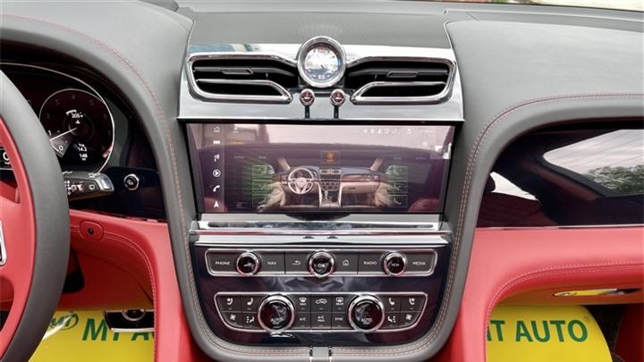 Bentley Bentayga V8 2021 với nội thất màu đặc biệt tại Việt Nam - 14