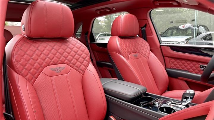 Bentley Bentayga V8 2021 với nội thất màu đặc biệt tại Việt Nam - 15
