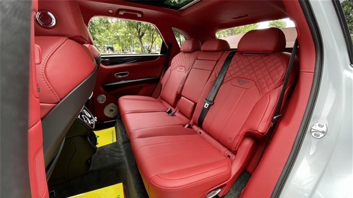 Bentley Bentayga V8 2021 với nội thất màu đặc biệt tại Việt Nam - 16