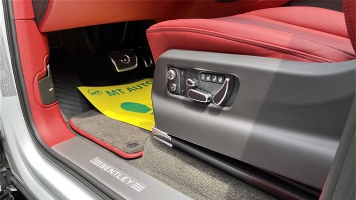 Bentley Bentayga V8 2021 với nội thất màu đặc biệt tại Việt Nam - 17