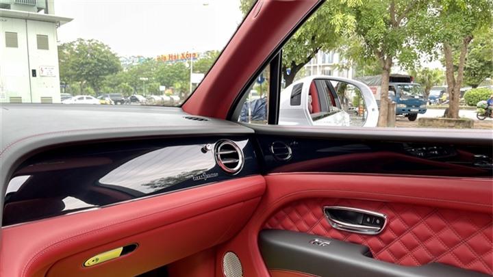 Bentley Bentayga V8 2021 với nội thất màu đặc biệt tại Việt Nam - 20