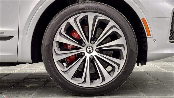 Bentley Bentayga V8 2021 với nội thất màu đặc biệt tại Việt Nam - 8