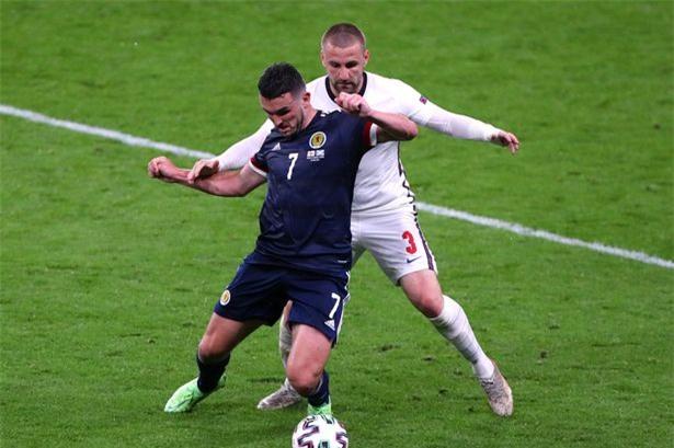 Toure coi những cầu thủ có thể lực tốt như McGinn của ĐT Scotland sẽ thi đấu tốt ở EURO 2020