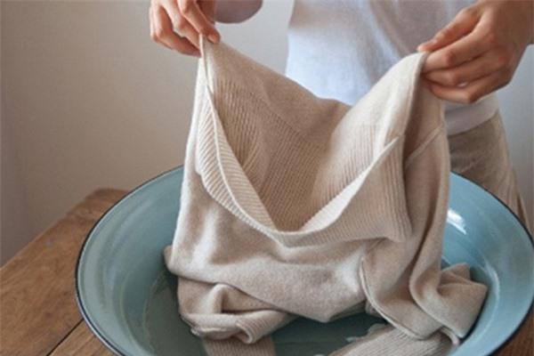 Mẹo khắc phục tình trạng quần áo bị ố, mốc