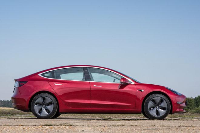 3. Tesla Model 3 2021 (giá khởi điểm: 50.190 USD).