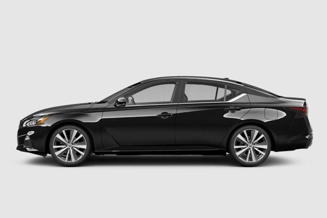 7. Nissan Altima 2021 (giá khởi điểm: 27.900 USD).