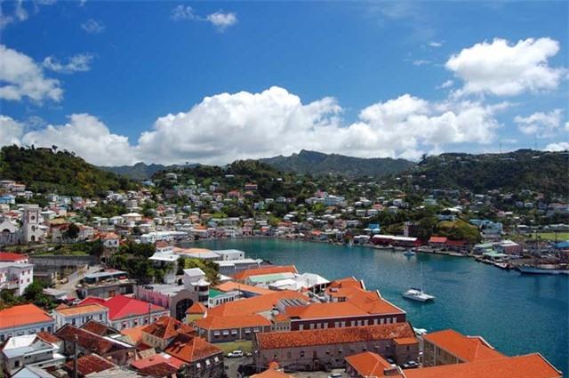 Saint Vincent and the Grenadines - quốc gia này nằm ở Lower Antilles và có ảnh hưởng mạnh mẽ của thực dân Anh, trung tâm đô thị chính là thủ đô Kingstown.