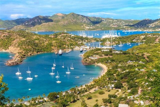 Antigua và Barbuda - đất nước này được tạo thành từ 37 hòn đảo nằm giữa Đại Tây Dương và Biển Caribe, đây là một trong những quốc gia bị ảnh hưởng nặng nề nhất bởi cơn bão Irma vào năm 2017.