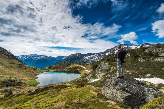 Andorra là quốc gia thuộc Châu Âu này nằm giữa Tây Ban Nha và Pháp, đây là quốc gia duy nhất trên thế giới có ngôn ngữ chính thức là tiếng Catalan.